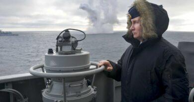 """מתקרבת פלישה רוסית לאוקראינה. מוסקבה מזהירה את ארה""""ב להרחיק 'לטובתן' את אוניות המלחמה שלה מהים השחור. 'סיכויי ההתלקחות גבוהים מאוד'"""