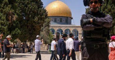 איך ראש ממשלה יהודי דתי משנה תוך יומיים את עמדתו לגבי זכותם של יהודים להתפלל על הר הבית והכל כדי לרצות את מנסור עבאס הקובע: 'כי הר הבית הוא זכות טהורה של המוסלמים'
