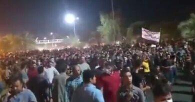 מאות אלפים בהפגנות סוערות בטהרן נגד המשטר בגלל המחסור בחשמל ובמים. המפגינים צעקו: 'מוות לדיקטטור,' 'אנשי הדת לכו לאבדון'