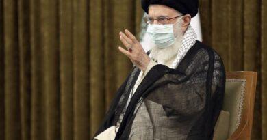 """מנהיג איראן האייטוללה עלי חמנאי מקשיח את עמדותיו. הניסיון שלנו עם האמריקנים 'הוא ניסיון של חוסר אמון' .  מכשיר את הקרקע לסיום המו""""מ הגרעיני בווינה"""