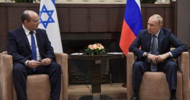 נפתלי בנט רצה לדבר על איראן, אבל פוטין דיבר על סוריה. הנשיא הרוסי עקץ את בנט וקרא לו להמשיך במערכת היחסים המצוינת שהייתה לרוסיה עם נתניהו. הפגישה התארכה ונמשכה 5 שעות